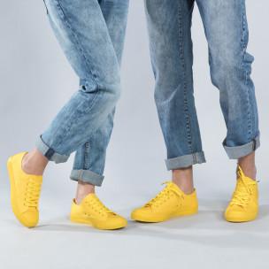 Teniși galbeni pentru cupluri