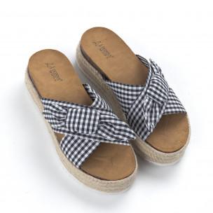 Papuci de dama în carouri negre cu platformă 2