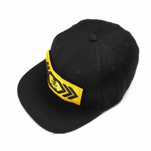 Șapcă neagră cu sticker galben