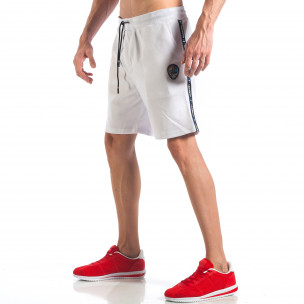 Pantaloni scurți de bărbați albi cu aplicație la crac