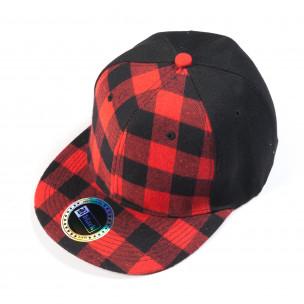 Șapcă neagră cu carouri roșu și negru