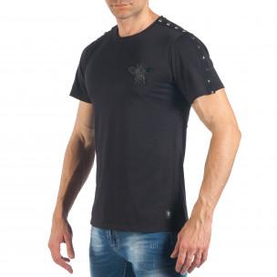 Tricou de bărbați negru cu aplicație și ținte  2