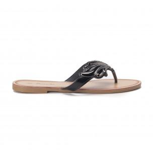 Papuci de damă cu decoraţiune metalică neagră