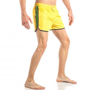 Costum de baie pentru bărbați galben cu banda verde neon  2