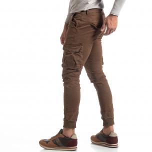 Pantaloni cargo șifonați în culoarea de cafea pentru bărbați