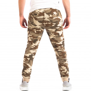 Pantaloni sport de bărbați Cropp în camuflaj maro 2